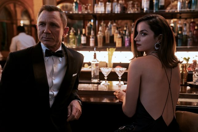 James Bond (Daniel Craig) and Paloma (Ana de Armas) in NO TIME TO DIE